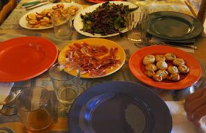 스페인인이 손님 초대 시 내오는 음식은 어떤 것이 ..