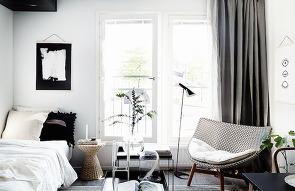 회색 마루가 있는 8평 컨테이너 하우스를 소개합니..
