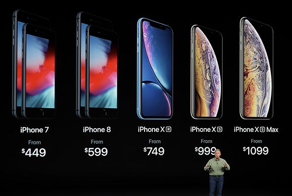 스마트폰 시장도 이미 포화상태에 다다르고 있다. 늘 성장해 왔던 스마트폰 시장은 최근 성장세가 꺾이고 있다. / AP연합뉴스