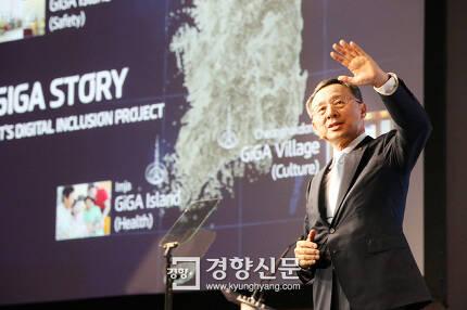 황창규 KT 회장이 2016년 6월 미국 뉴욕에서 열린 'UNGC 리더스 서밋 2016' 에서 연설을 하고 있다. /KT 제공