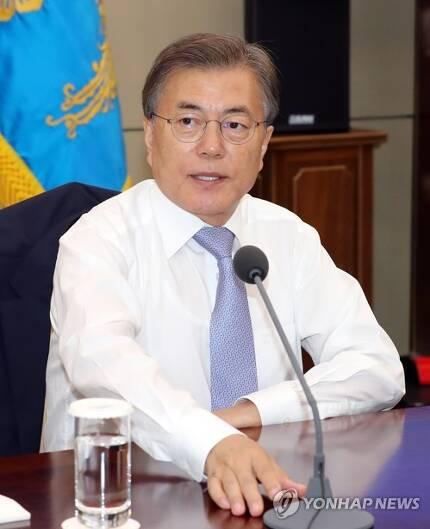 문재인 대통령이 지난 26일 오후 청와대에서 열린 수석보좌관 회의를 주재하고 있다. [연합뉴스 자료사진]