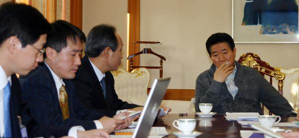 2007년1월9일 관저 소회의실에서 아침회의 ⓒ 장철영