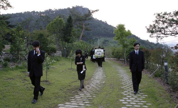 2009년5월29일 노무현대통령 장례식날 아침 봉하마을 사저에서 ⓒ 장철영