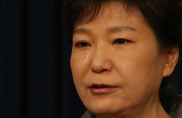 ▲ 박 전 대통령은 세월호 참사로 인해 청와대 책임을 묻는 여론이 커지자, 2014년 5월 눈물정치로 위기를 돌파하려 했다. ⓒ연합뉴스