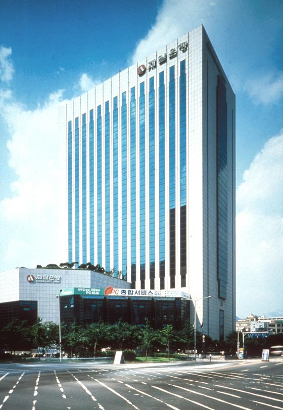 건축가 윤승중씨가 설계한 서울 제일은행 본점 전경. 서울시 건축상을 받았다. [사진 국립현대미술관]