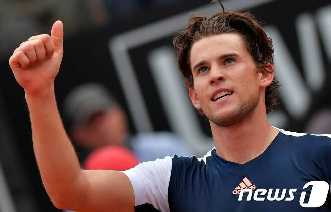 도미니크 팀(오스트리아)이 20일(한국시간) 이탈리아 로마에서 열린 로마 오픈 8강전에서 라파엘 나달(스페인)을 제압한 뒤 기뻐하고 있다. © AFP=News1