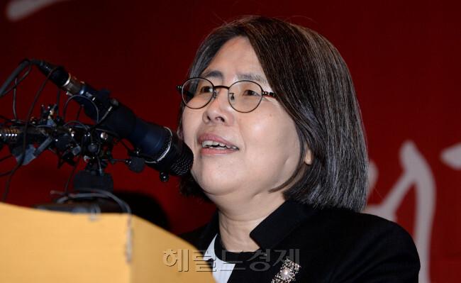 [사진=2004년 노무현 정부 때 국내 첫 여성 대법관으로 주목 받은 김영란 전 대법관]