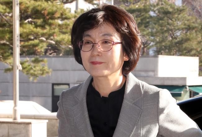 박근혜 대통령 탄핵심판 후반을 이끌었더 이정미 전 헌법재판관도 첫 여성 대법원장 후보로 거론되고 있다. [사진=연합뉴스 제공]