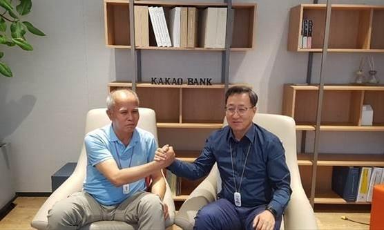 이용우(왼쪽)·윤호영 카카오뱅크 공동대표 / 사진 = 카카오뱅크 제공