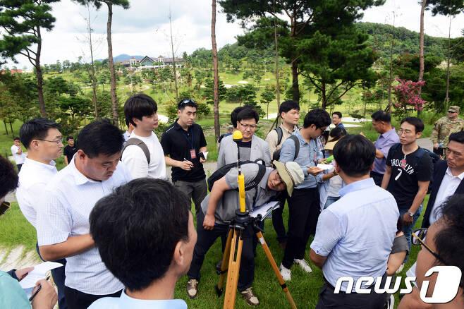 환경부와 국방부는 12일 사드(THAAD·고고도미사일방어체계)가 배치된 경북 성주 기지에서 환경영향평가를 실시했다.(주한미군제공)2017.8.12/뉴스1 © News1 임세영 기자