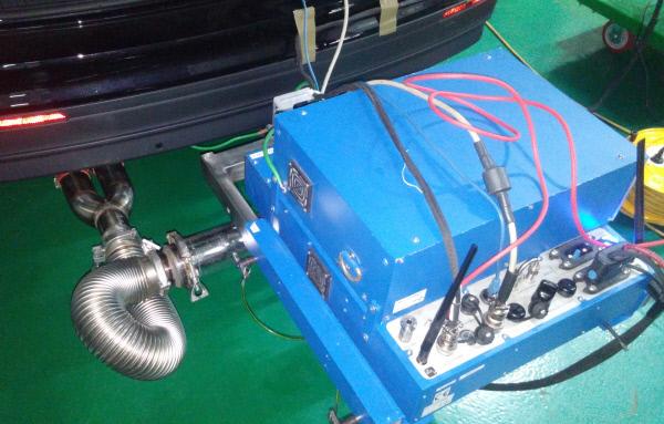 차량 후미에 장착된 이동식 배출가스 측정장치(PEMS).