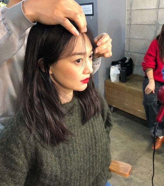 신민아, 압도적 인형 비주얼…레드립으로 완성한 미모