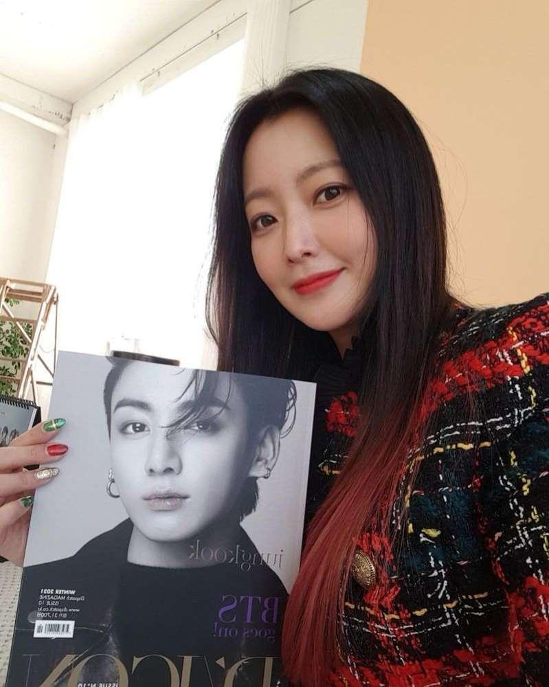 """김희선 """"너무 좋아하는 BTS 정국"""" 포토북 인증샷 공개"""