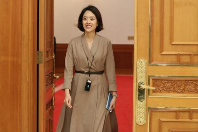 고민정 최연소 청와대 대변인 화제