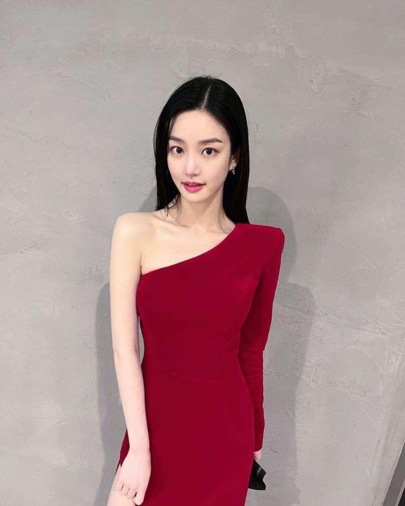 이유비, 과감한 레드 드레스 넘사벽 분위기+여신미모