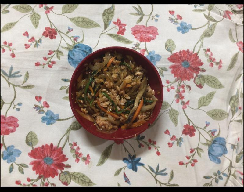 풍성한 맛으로 입안이 즐겁다, 잡채덮밥(Stir-fried Glass Noodles and Vegetables with Rice)