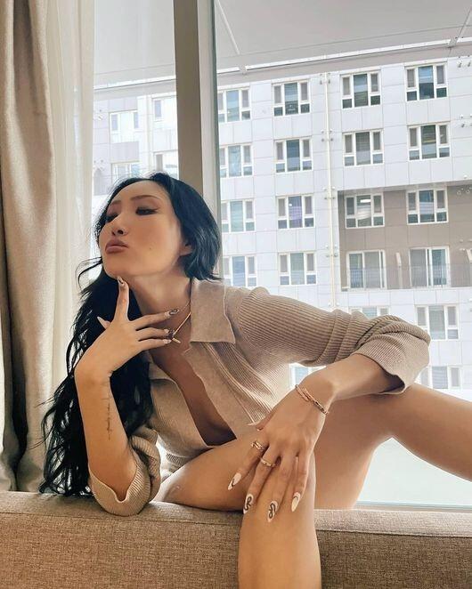 마마무 화사, 이번엔 속옷도 없이 셔츠만 입은 농염美…휘인