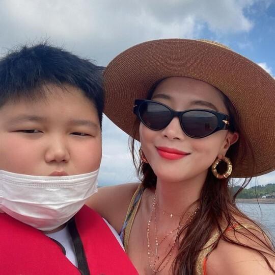 """오윤아, 15살 아들맘 믿기지 않는 비주얼...민이와 여행 추억 """"사랑해"""""""