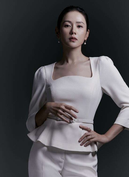 '현빈' 손예진, 특별한 날 입을 룩...품격 있는 미모! [화보]