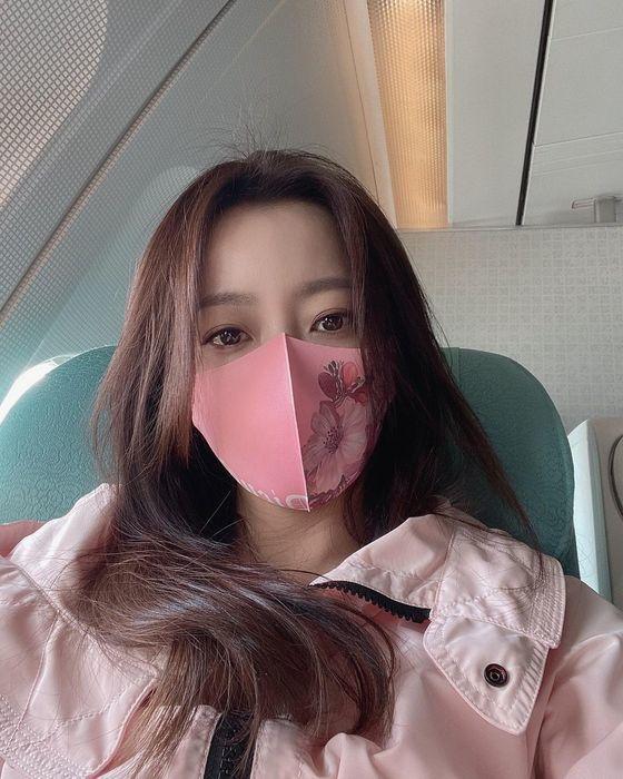 김희선, 마스크로도 가릴 수 없는 미모....반짝이는 눈망울!
