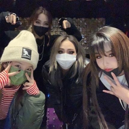 """""""채린, 우리의 리더"""" 박봄, 2NE1 완전체 사진으로 CL 생일축하…우정ing"""
