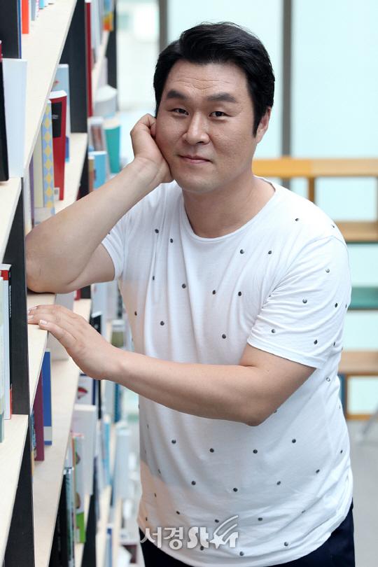 윤경호 나이 결혼 여자친구 도깨비 어쩌다사장 데뷔 드라마 영화 가족