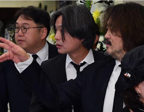 """""""윤석열 비선"""",""""주기자를 죽이자""""…주진우에 親文 공격"""