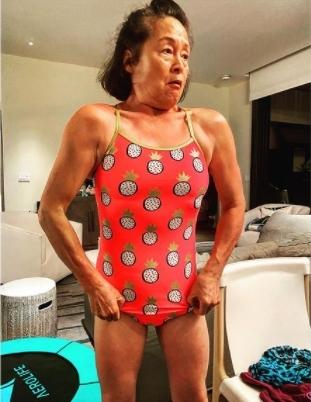 추성훈 母, 66세에 근육질 몸매…완벽 수영복 자태