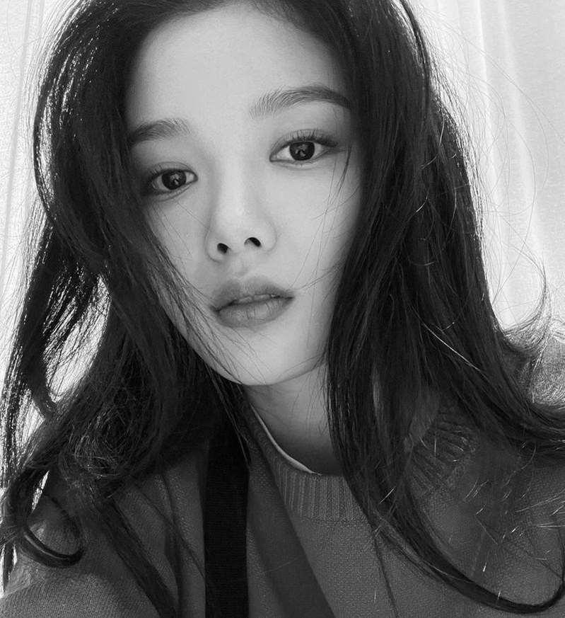 김유정, 흑백 뚫고 나오는 미모 '잘 자란 아역 맞네'