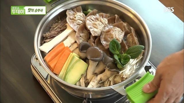생방송투데이 만두전골 도토리 만두전골 맛의 승부사 - 서울시 은평구 증산동 <도투리>