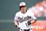 김현수, 번트 안타로 출루..4경기 연속 안타