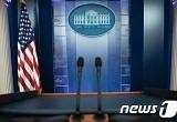 '미디어 전쟁' 점입가경 ..트럼프, 백악관 기자단 만찬 불참