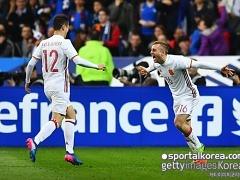 '실바-데울로페우 골' 스페인, 프랑스 원정 2-0 승
