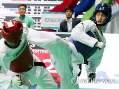 [태권도] 세 번째 금메달 도전 이대훈, 4강 진출