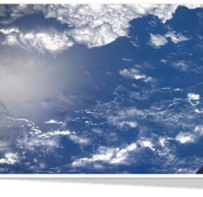 [스페이스]푸른 바다와 흰 구름의 '하모니'..지구