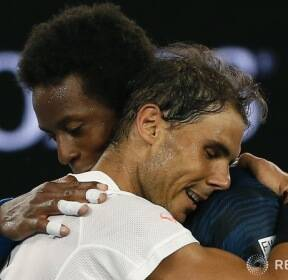 [오스트레일리아 오픈] 포옹하는 승자와 패자