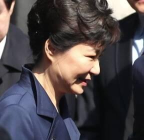 구속 vs 불구속..위기 맞은 박 前 대통령