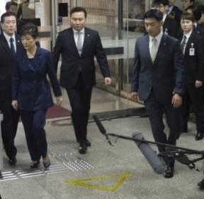 [서울포토]포토라인 그냥 지나치는 박근혜 전 대통령