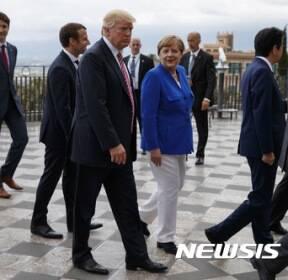 트럼프와 메르켈의 부조화