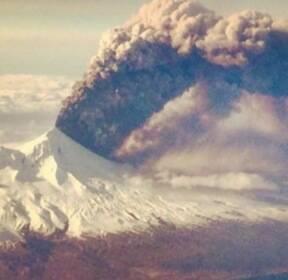 美알래스카 화산 폭발..항공운항 적색 경보