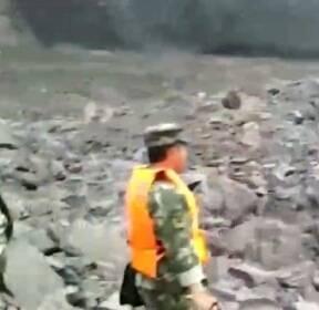 중국 쓰촨성 산사태로 100명 이상 매몰..구조 작업 중