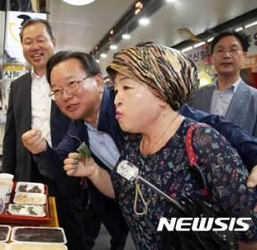 대전 중앙시장 방문한 김부겸 장관