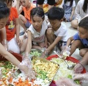 [카메라뉴스] 김치 담그는 사할린 귀국 동포 어린이들