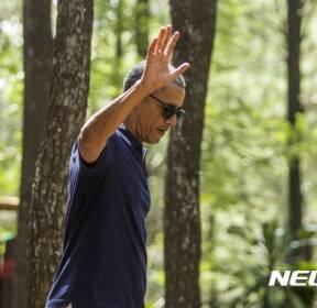 자바섬 산책 중인 오바마 전 미국 대통령