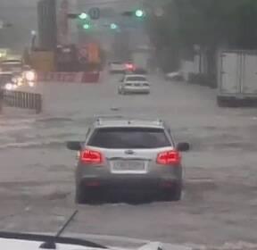 2천3백여 채 침수 피해..기습 폭우에 도시 마비된 인천
