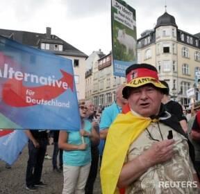 메르켈 총리 유세장서 시위 벌이는 AfD 당 지지자들