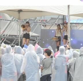 빗속 휴일 도심 '한산'..광화문서 '미리 평창 체험'
