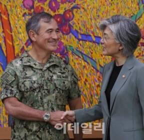 [포토]강경화 장관, 미국 태평양사령부 사령관 접견