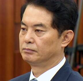 '사퇴압박' 류영진 식약처장, 국회 출석해 '뭇매'