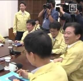 靑, 류영진에 '옐로카드'..살충제 계란 파동 미숙 대응 책임
